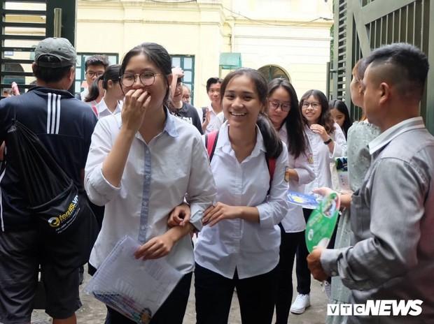 Điểm thi môn Sử vào lớp 10 tại Hà Nội cao kỷ lục: Đề dễ hay chất lượng dạy và học được nâng cao? - Ảnh 2.