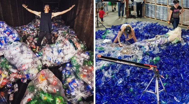 Từ rác thải nhựa trên khắp thế giới, nghệ sĩ thị giác đã biến chúng thành những tác phẩm nghệ thuật khiến ai cũng phải xuýt xoa trầm trồ - Ảnh 1.