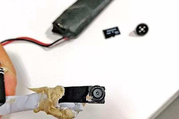 Phát hiện camera quay lén giấu trong phòng thử đồ của Uniqlo Trung Quốc - Ảnh 2.