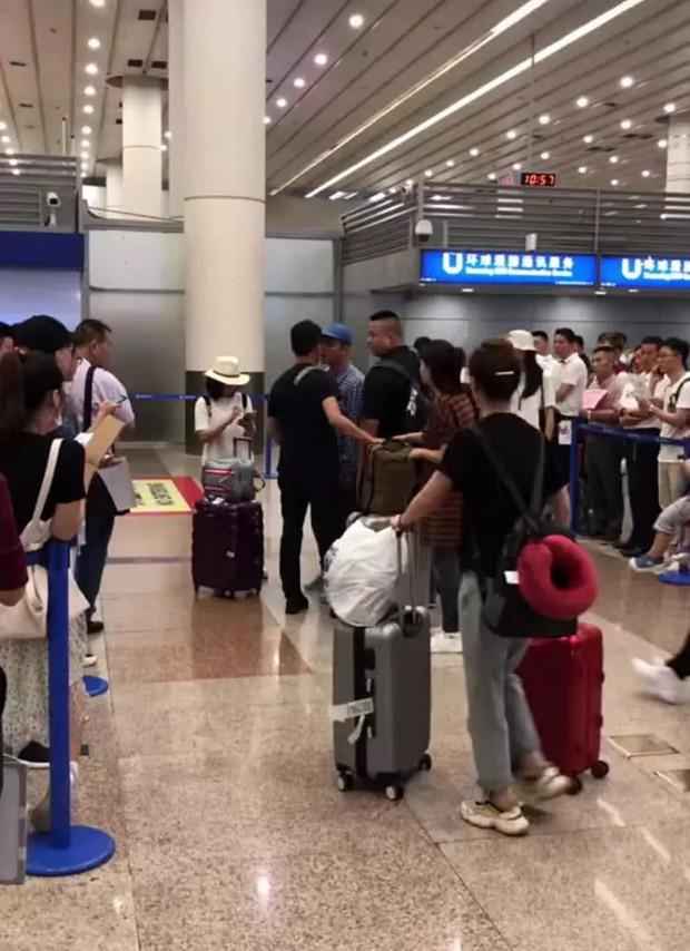Đệ nhất sát gái Hong Kong Trần Quán Hy lại gây tranh cãi khi gây sự, cãi nhau giữa nơi công cộng - Ảnh 2.