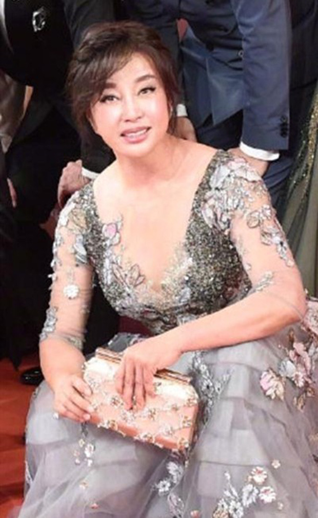 Nhan sắc Võ Tắc Thiên Lưu Hiểu Khánh ở tuổi 64, khuôn mặt biến thành hình nộm vì phẫu thuật quá tay - Ảnh 1.