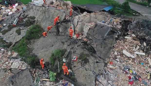 Ảnh: Hiện trường vụ động đất ở Tứ Xuyên làm gần 150 người thương vong - Ảnh 6.
