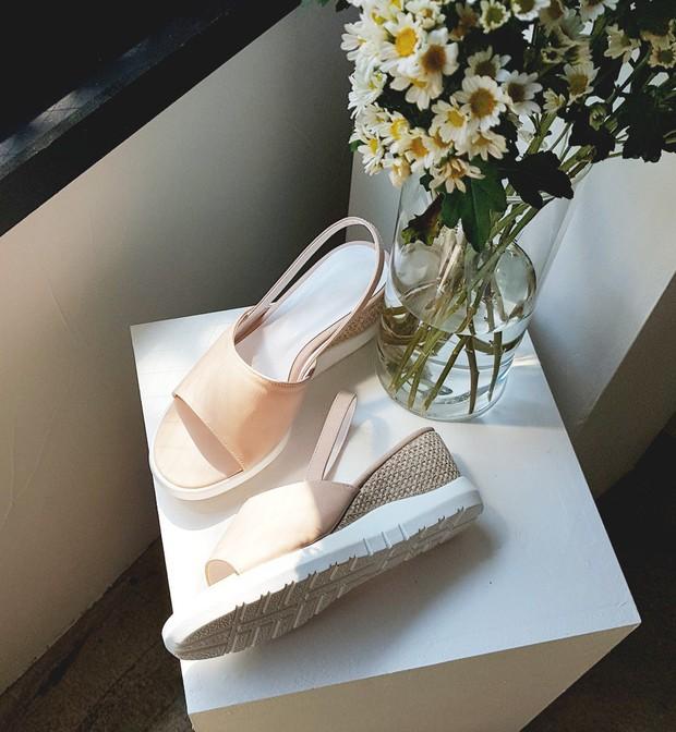 Mang danh giày có gót nhưng 2 lựa chọn này không hề gây đau chân, lại mát rượi để diện vào mùa hè - Ảnh 6.