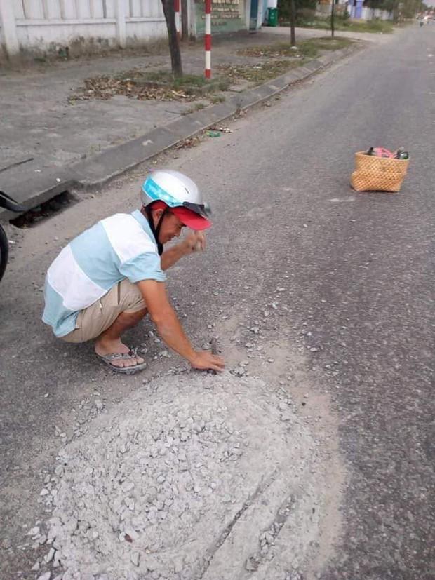 Đà Nẵng khen thưởng anh thợ đá đục mảng bê tông bám trên đường vì sợ người khác bị tai nạn - Ảnh 2.