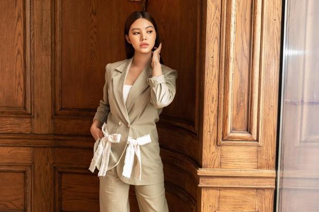 Hoa hậu Jolie Nguyễn bất ngờ lộ ảnh thân mật với ngôi sao bóng đá người Anh trị giá tới 450 tỷ VNĐ - Ảnh 4.