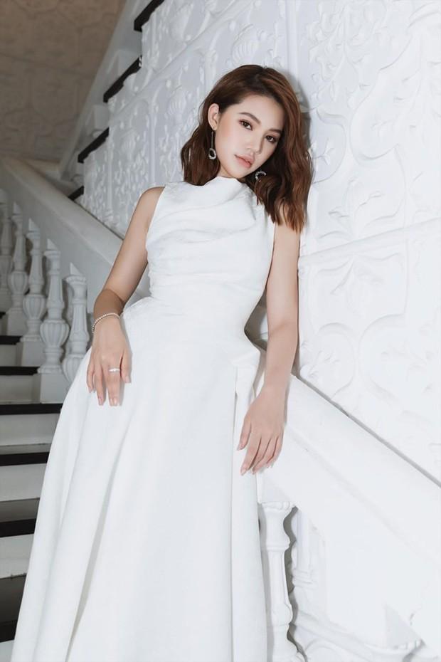 Hoa hậu Jolie Nguyễn bất ngờ lộ ảnh thân mật với ngôi sao bóng đá người Anh trị giá tới 450 tỷ VNĐ - Ảnh 3.