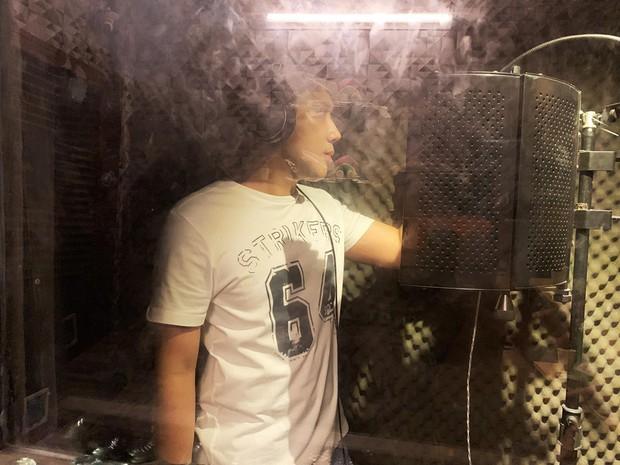 Trấn Thành lần đầu hát nhạc phim, đã xử ngay bản nhạc gây bão Độ ta không độ nàng - Ảnh 2.