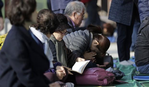 Sự khủng khiếp trong việc coi trọng giá trị bằng cấp ở Hàn Quốc: Nhiều người dành 30 năm đầu đời để học, thi và tranh suất vào làm nhà nước - Ảnh 2.