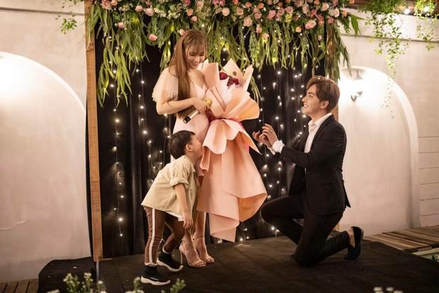 Thu Thủy vừa được bạn trai kém tuổi cầu hôn, vợ chồng Ưng Hoàng Phúc và Phạm Quỳnh Anh lập tức quay clip gửi lời nhắn nhủ đặc biệt - Ảnh 6.
