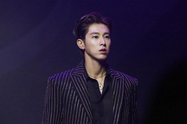 AB6IX tiếp tục phá kỉ lục TXT, nhưng fan không vui vì cựu thành viên Wanna One chấn thương, huỷ hết lịch trình - Ảnh 4.