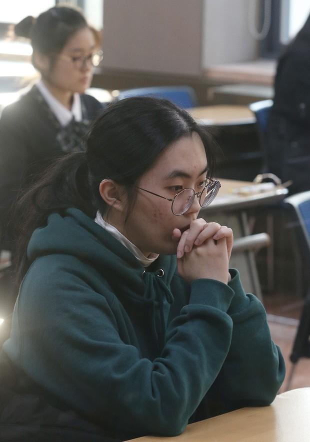 Sự khủng khiếp trong việc coi trọng giá trị bằng cấp ở Hàn Quốc: Nhiều người dành 30 năm đầu đời để học, thi và tranh suất vào làm nhà nước - Ảnh 3.