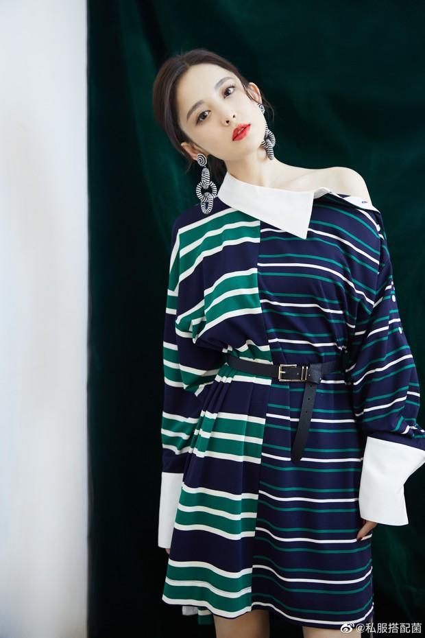 Cùng là váy hiệu 25 triệu mà Victoria Song như mặc đồ Taobao, Cổ Lực Na Trát lại đẳng cấp khác một trời một vực - Ảnh 3.