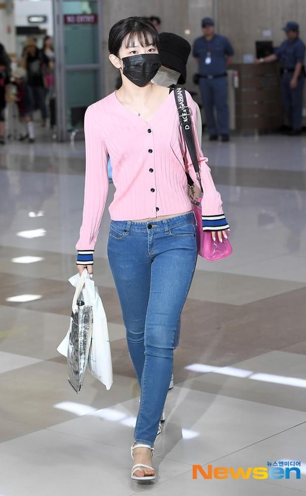 Taeyeon gây choáng với nhan sắc đỉnh đến mức lấn át cả nữ thần Suzy, Irene đẹp bất chấp bên Red Velvet tại sân bay - Ảnh 10.
