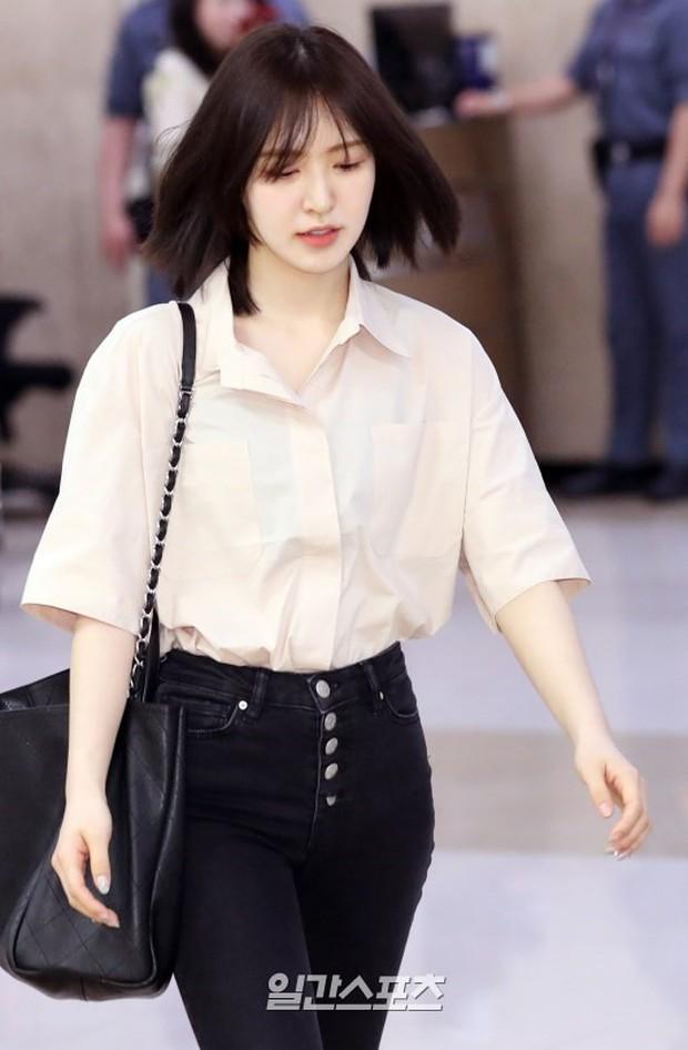 Taeyeon gây choáng với nhan sắc đỉnh đến mức lấn át cả nữ thần Suzy, Irene đẹp bất chấp bên Red Velvet tại sân bay - Ảnh 14.
