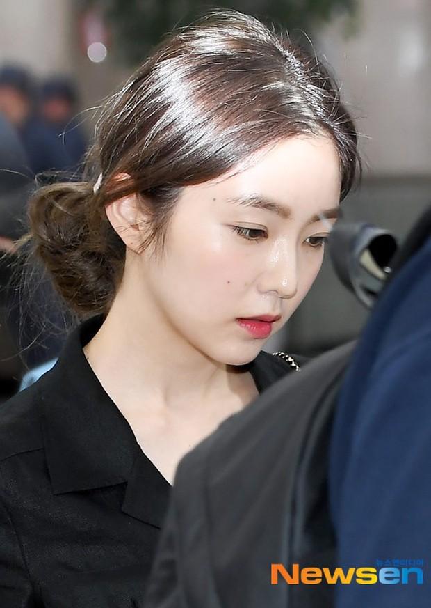 Taeyeon gây choáng với nhan sắc đỉnh đến mức lấn át cả nữ thần Suzy, Irene đẹp bất chấp bên Red Velvet tại sân bay - Ảnh 15.