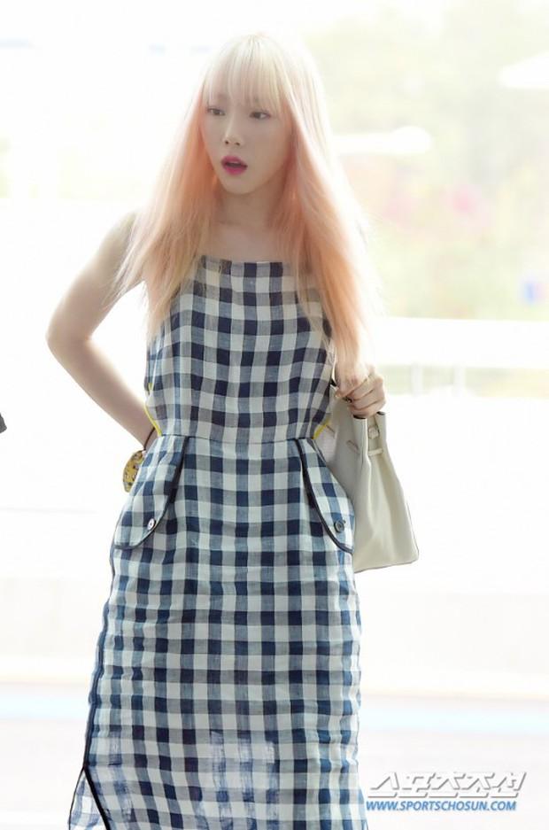 Taeyeon gây choáng với nhan sắc đỉnh đến mức lấn át cả nữ thần Suzy, Irene đẹp bất chấp bên Red Velvet tại sân bay - Ảnh 3.