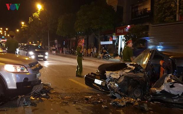 2 xe ô tô đâm nhau, 3 người bị thương nặng - Ảnh 1.