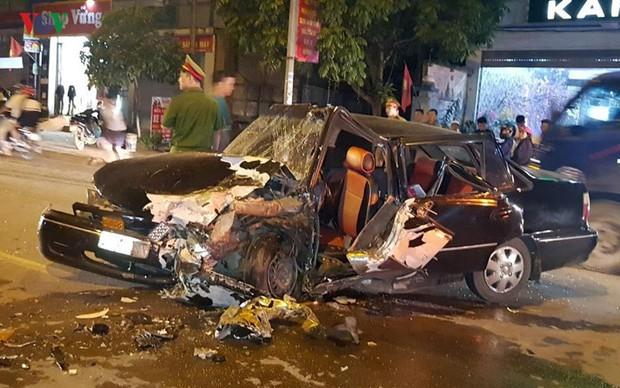 2 xe ô tô đâm nhau, 3 người bị thương nặng - Ảnh 2.