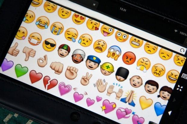 Sa thải nhân viên vì dùng biểu tượng cảm xúc OK hồi đáp quản lý  - Ảnh 1.