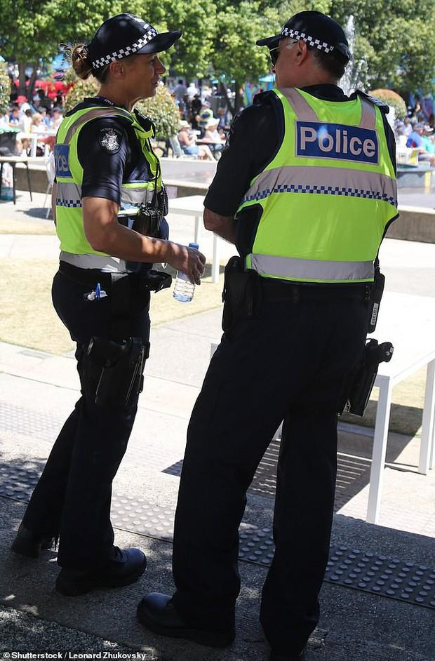 Thật chứ không đùa: Văng tục chửi bậy nơi công cộng ở Úc có thể sẽ bị phạt hơn chục triệu đồng hoặc ăn cơm tù đấy! - Ảnh 2.