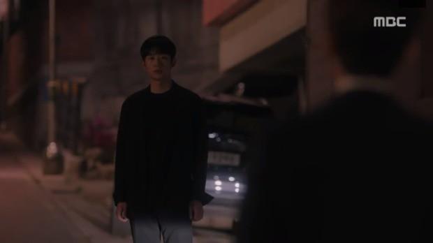 Đêm Xuân tập 9: Han Ji Min nựng môi trai đẹp, nổi cơn tanh bành khi crush bị bồ cũ khẩu nghiệp - Ảnh 13.