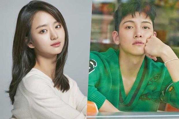 Tình cũ Lee Dong Wook sẽ đóng cặp cùng Ji Chang Wook, netizen cảm thán: chắc kiếp trước cứu cả thế giới?  - Ảnh 1.