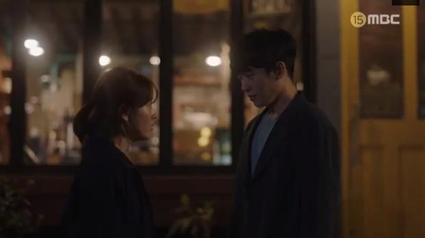 Đêm Xuân tập 9: Han Ji Min nựng môi trai đẹp, nổi cơn tanh bành khi crush bị bồ cũ khẩu nghiệp - Ảnh 2.