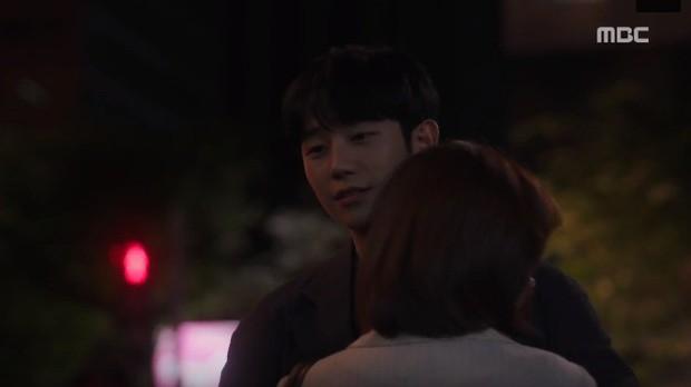 Đêm Xuân tập 9: Han Ji Min nựng môi trai đẹp, nổi cơn tanh bành khi crush bị bồ cũ khẩu nghiệp - Ảnh 4.