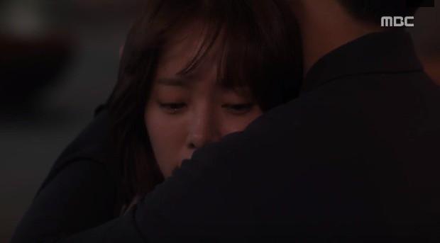 Đêm Xuân tập 9: Han Ji Min nựng môi trai đẹp, nổi cơn tanh bành khi crush bị bồ cũ khẩu nghiệp - Ảnh 5.