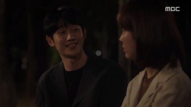 Đêm Xuân tập 9: Han Ji Min nựng môi trai đẹp, nổi cơn tanh bành khi crush bị bồ cũ khẩu nghiệp - Ảnh 6.