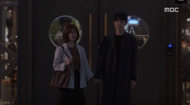 Đêm Xuân tập 9: Han Ji Min nựng môi trai đẹp, nổi cơn tanh bành khi crush bị bồ cũ khẩu nghiệp - Ảnh 12.