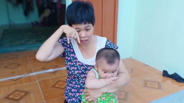 Thảm cảnh của người phụ nữ tật nguyền, một mình nuôi mẹ già mù và đứa con gái 10 tháng tuổi - Ảnh 7.