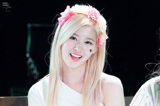 Loạt idol Kpop gây bão nhờ tóc vàng bạch kim: Người vịt hóa thiên nga, lên hẳn top trend, kẻ tuột dốc không phanh - Ảnh 13.
