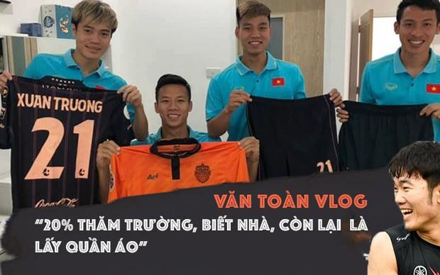 Văn Toàn ra vê lốc đầu tay Thăm nhà Xuân Trường ở Thái Lan khiến dân mạng cười nghiêng ngả - Ảnh 2.