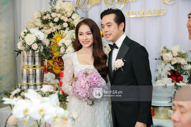 Dương Khắc Linh không giấu được hạnh phúc, Ngọc Duyên thay trang phục liên tục trong lễ rước dâu sáng nay  - Ảnh 6.