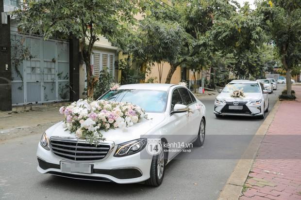 Dương Khắc Linh không giấu được hạnh phúc, Ngọc Duyên thay trang phục liên tục trong lễ rước dâu sáng nay  - Ảnh 1.