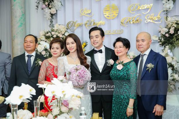 Dương Khắc Linh không giấu được hạnh phúc, Ngọc Duyên thay trang phục liên tục trong lễ rước dâu sáng nay  - Ảnh 9.