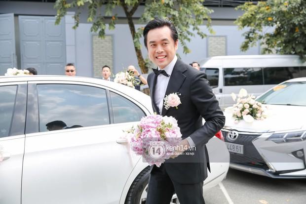 Dương Khắc Linh không giấu được hạnh phúc, Ngọc Duyên thay trang phục liên tục trong lễ rước dâu sáng nay  - Ảnh 2.