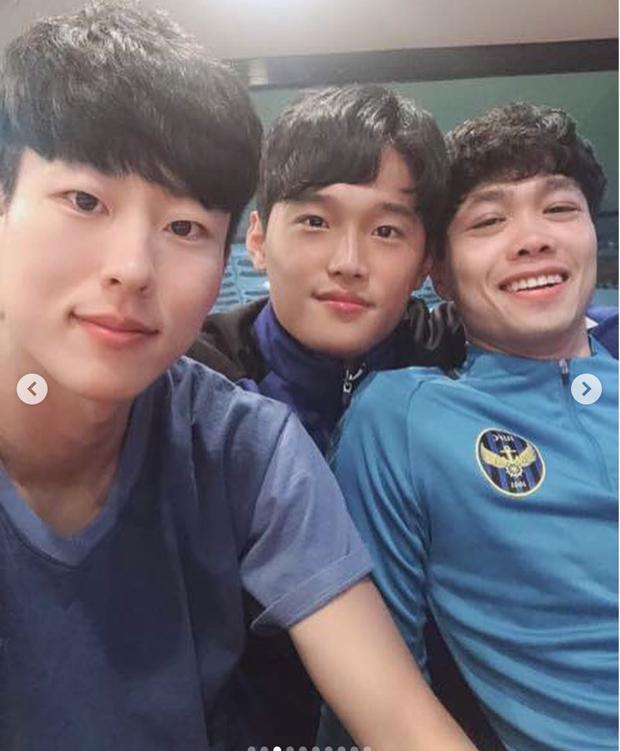 Hội bạn thân Incheon đăng ảnh chia tay Công Phượng cực tình cảm, anh chàng xúc động chỉ biết nói: Love you - Ảnh 14.