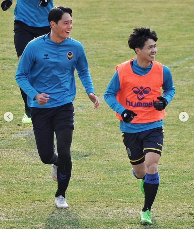 Hội bạn thân Incheon đăng ảnh chia tay Công Phượng cực tình cảm, anh chàng xúc động chỉ biết nói: Love you - Ảnh 9.