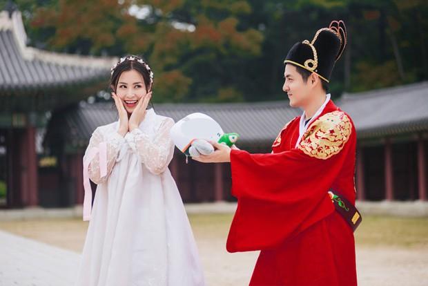 Khoe ảnh dành cả thanh xuân để đi ăn cưới, cặp đôi Đông Nhi - Ông Cao Thắng khiến fan rần rần chờ ngày báo hỷ - Ảnh 4.