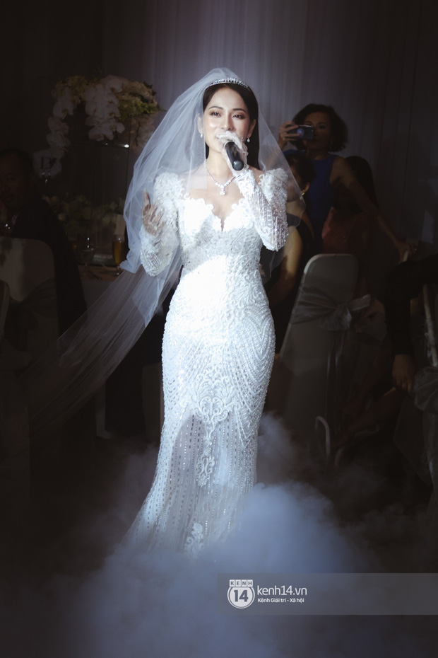 Dương Khắc Linh - Ngọc Duyên khoá môi nhau ngọt ngào trong lễ cưới, hạnh phúc thể hiện ca khúc mới dành riêng cho ngày về chung nhà! - Ảnh 6.