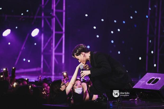 KARD và Ha Sung Woon khiến fan bấn loạn, Chi Pu và Hương Giang đẹp phát hờn bên dàn nghệ sĩ tại show Hàn-Việt - Ảnh 18.