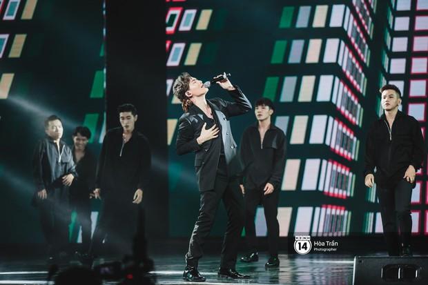 KARD và Ha Sung Woon khiến fan bấn loạn, Chi Pu và Hương Giang đẹp phát hờn bên dàn nghệ sĩ tại show Hàn-Việt - Ảnh 17.
