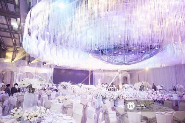 Cận cảnh không gian tiệc cưới sang trọng, ngập tràn hoa tươi của Dương Khắc Linh và Ngọc Duyên - Ảnh 6.