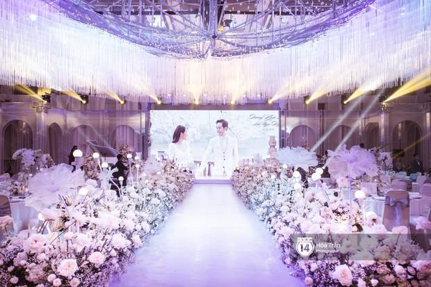 Cận cảnh không gian tiệc cưới sang trọng, ngập tràn hoa tươi của Dương Khắc Linh và Ngọc Duyên - Ảnh 7.