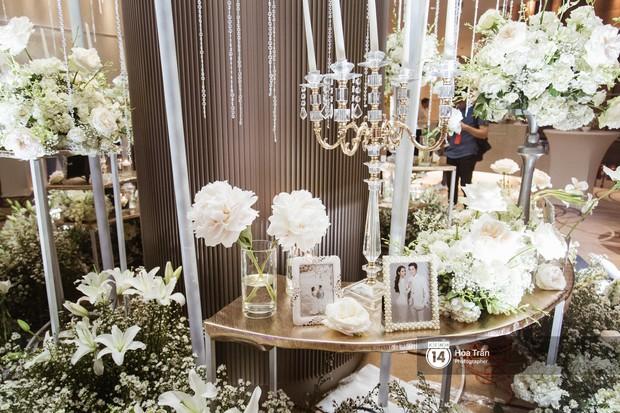 Cận cảnh không gian tiệc cưới sang trọng, ngập tràn hoa tươi của Dương Khắc Linh và Ngọc Duyên - Ảnh 3.
