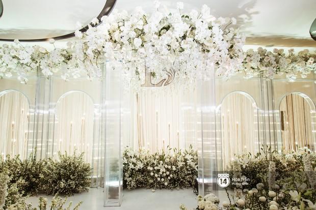 Cận cảnh không gian tiệc cưới sang trọng, ngập tràn hoa tươi của Dương Khắc Linh và Ngọc Duyên - Ảnh 4.
