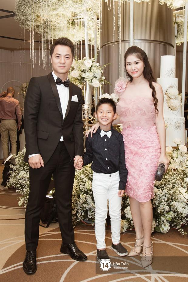 Noo Phước Thịnh, Trấn Thành cùng dàn nghệ sĩ đình đám Vbiz tề tựu tại đám cưới của Dương Khắc Linh - Ngọc Duyên - Ảnh 22.