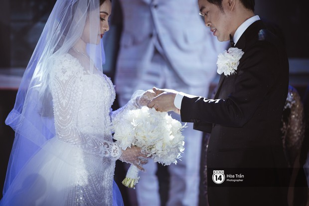Dương Khắc Linh - Ngọc Duyên khoá môi nhau ngọt ngào trong lễ cưới, hạnh phúc thể hiện ca khúc mới dành riêng cho ngày về chung nhà! - Ảnh 2.